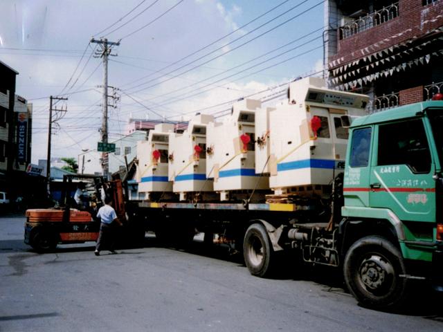 Maschinen auf LKW